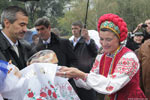 Кальцева встречают хлебом солью (Покровская ярмарка, Запорожье)